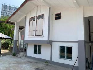 For RentHouseRatchathewi,Phayathai : 2 storey house for rent, 219 sq m, Soi Ratchaprarop, near Airport Link, Ratchaprarop