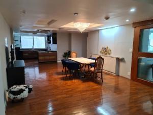 เช่าคอนโดสุขุมวิท อโศก ทองหล่อ : Great location ++ Urgent Rent ++ President Park Sukhumvit 24++ 240 sqm Rent Reduced from 70000 to 50000 Per Month 🔥 ++ Near BTS Phrompong 🚅