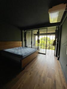 For RentShophouseSukhumvit, Asoke, Thonglor : 4.5-storey commercial building for rent, fully furnished, next to BTS Ekamai.