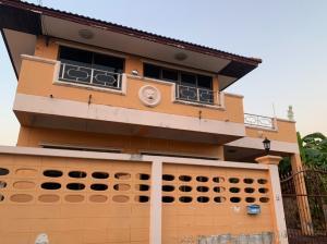 เช่าบ้านนวมินทร์ รามอินทรา : บ้านเดี่ยว 2 ชั้น 3 ห้องนอน 2 ห้องน้ำ ให้เช่า 15,000 บาท/เดือน