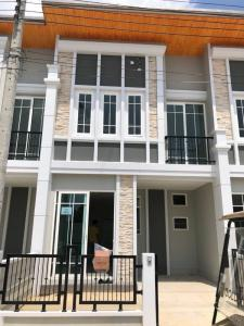 For RentTownhouseLadkrabang, Suwannaphum Airport : 2-storey townhome for rent, Golden Town Bangna Village - Suan Luang 2, Kanchanaphisek Road, good location, near Suvarnabhumi Airport, Mega Bangna, Ramkhamhaeng University 2, Suan Luang Rama 9