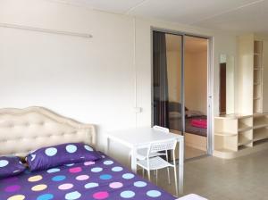 เช่าคอนโดแจ้งวัฒนะ เมืองทอง : คอนโดเมืองทองธานี ห้องใหม่ -สะอาด- เฟอร์ครบ   - Line ID: @rooms