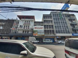For RentShophousePha Nakorn, Yaowarat : Commercial building for rent, prime location, on the chakkawat road, Beside the Chai Chana Songkhram temple, Near Klong Thom market
