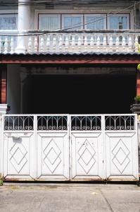 For SaleTownhouseOnnut, Udomsuk : Townhouse for sale 2 floors 18 sq.w., Soi Punnawithi 23 near BTS Punnawithi