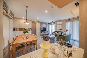For RentCondoAri,Anusaowaree : Centric Ari Station Condo For Rent, Near BTS Ari, luxury room, 2 beds, High floor