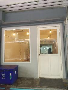 For RentRetailWongwianyai, Charoennakor : Shop space for rent near BTS Krung Thon Buri