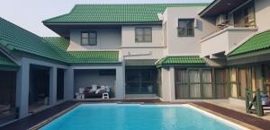 เช่าบ้านลาดพร้าว71 โชคชัย4 : บ้านรีโนเวทใหม่ พร้อมสระว่ายน้ำ