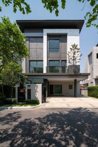 For SaleHouseLadprao101, Happy Land, The Mall Bang Kapi : 3 storey luxury detached house for sale, NEW BROOKLYN - The Gentry Ekamai - Ladprao.