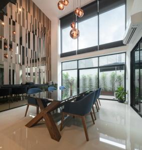 For SaleTownhouseRama9, RCA, Petchaburi : Townhouse for sale, Nirvana Define Rama 9 - Suan Luang, fully furnished, modern luxury style.