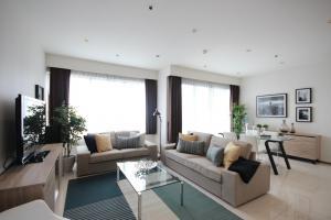 เช่าคอนโดสุขุมวิท อโศก ทองหล่อ : The emporio place sukhumvit24 2 bedrooms for rent 101 sqm on 31 floor with unblock view