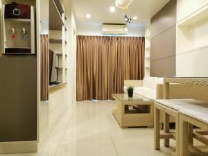 For RentCondoPattanakan, Srinakarin : 👉 Condo for rent Lumpini Place Srinakarin-Huamark Station Condo near Airport Link Huamark 350 m, 33.5 sq m. 10th floor, near Stamford University.