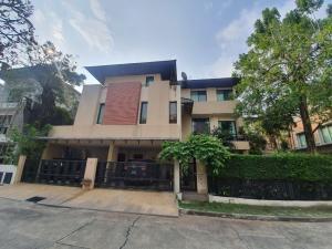 For SaleHouseRama9, Petchburi, RCA : 3-storey detached house for sale, independent village, Rama 9, near Eeb Khor Kham Kham University, area 86 sq.w., 4 bedrooms, 5 bathrooms.