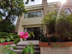 For RentHome OfficeSukhumvit, Asoke, Thonglor : 5-storey house for rent (Thonglor Soi 9) Cheap and good, wide road, comfortable in-out.