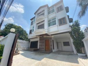 For RentHouseSukhumvit, Asoke, Thonglor : 🗣 For rent, 3-storey house, Ekkamai, fully furnished, ready to move in, special price‼ ️