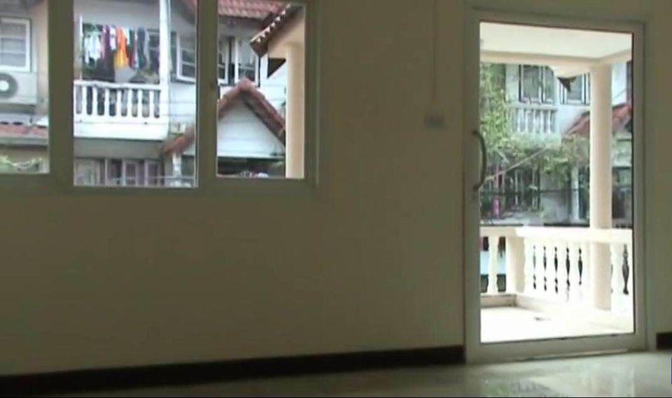 For RentTownhouseOnnut, Udomsuk : Rent a new home office 3 floors in Sukhumvit area Near BTS Udomsuk