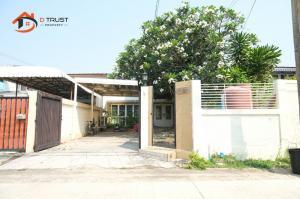 For SaleHouseRama9, Petchburi, RCA : Sell townhome, Seri village behind The Nine Rama IX, beautiful house, very good location.