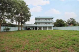 ขายโฮมออฟฟิศพัทยา บางแสน ชลบุรี : ขายบ้านชลบุรี พร้อมอาคารสำนักงาน ขนาด 458 ตร.ว. มีพื้นที่พร้อมต่อเติมอาคารและโกดัง ใกล้วัดหนองเกตุใหญ่ บางละมุง ชลบุรี หน้ากว้างติดถนน ทำเลดี