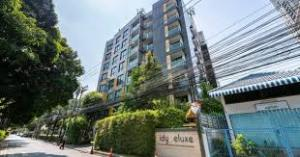 For RentCondoSukhumvit, Asoke, Thonglor : Tidy Deluxe Sukhumvit 34, ready to move in, 40 sqm, starting price 18,000 baht ** Line ID: @livebkk (with @ too) #add line, reply very quickly.