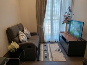 For RentCondoSukhumvit, Asoke, Thonglor : Urgent rental !! The cheapest room in the website, beautiful high floor room, Oka Haus Sukhumvit 36