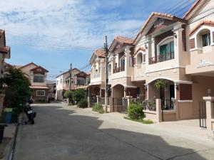 For RentTownhouseBangbuathong, Sainoi : For rent at Silpakarn Park 4. Ton Soi Wat Lat Pladuk, Bang Bua Thong, near Central Westgate, near the train