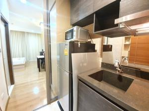 For RentCondoSathorn, Narathiwat : Urgent rent, Quad Sathorn, near BTS Chong Nonsi, BRT Sathorn 29 sq m, fully furnished, only 12,000 baht.