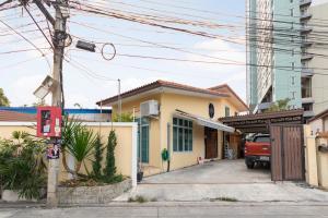 For SaleHouseChengwatana, Muangthong : 2-storey twin house, Soi Tiwanon-Pak Kret 13, complete addition, near the main road.