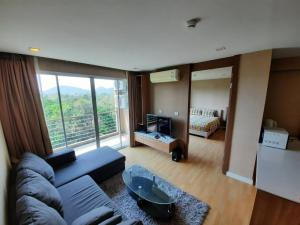 For RentCondoPattaya, Bangsaen, Chonburi : E150 for rent, Green Lake Condo Sriracha, 49 sqm, near Assumption College Sriracha There is a washing machine.
