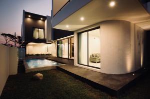 ขายบ้านเชียงใหม่ : H240JP ขายบ้านเดี่ยวเชียงใหม่ หางดง ในหมู่บ้านวังตาล สไตล์ Luxury Modern บ้านใหม่พร้อมสระว่ายน้ำ