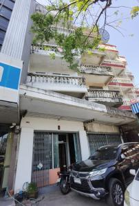 For RentShophouseRama 2, Bang Khun Thian : 4-storey commercial building for rent There are 12 rooms inside. Bathroom on every floor On Rama 2 Road Soi 34