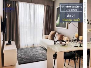 For RentCondoSukhumvit, Asoke, Thonglor : 170 m. To BTS Ekkamai! For rent, RHYTHM Ekkamai, the most beautiful room of convenience Real business location, 28th floor, 1 bedroom, size 35 sqm.