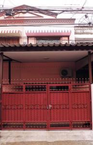 For RentHouseSukhumvit, Asoke, Thonglor : ให้เช่าบ้าน 24 ตารางวา  2 ชั้น  3 ห้องนอน 2 ห้องน้ำ
