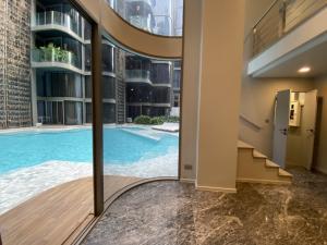 For SaleCondoSukhumvit, Asoke, Thonglor : Urgent sale, hold down room, ashton residence, Sukhumvit 41, pet friendly condo, 3 bedrooms, pool access, last room.