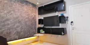For RentCondoRamkhamhaeng, Hua Mak : Urgent rental !! The room fell off, the cheapest in the website, very beautiful decoration, Fuse Mobius Ramkhamhaeng Station
