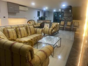For SaleHome OfficeLadprao 48, Chokchai 4, Ladprao 71 : Luxury Home office พร้อมอยู่ ลาดพร้าว 71 สุดยอดทำเล มาพร้อมเนื้อที่ 37 ตร.ว 4 ห้องนอน 6 ห้องน้ำ จอดรถ 4 คัน หน้ากว้าง 6 เมตร