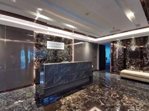 For SaleOfficeSukhumvit, Asoke, Thonglor : Elegant office space for sale Thonglor-Ekamai. Fully office furniture, high returns, more than 8%, Charn Issara Building 2, Petchburi Road