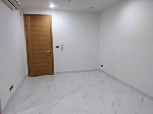 For SaleCondoWongwianyai, Charoennakor : Selling below cost, size 28 sqm., room with new renovation, south side, room condition 99.99%