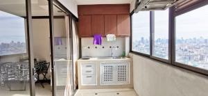 ขายคอนโดรัชดา ห้วยขวาง : ขาย Srivara Mansion 1 ห้องสวย เฟอร์นิเจอร์ครบ วิวสวยมากๆ (ใกล้ MRT ศูนย์วัฒนธรรม,บิ๊กซี เอ็กซ์ตร้า รัชดา,เอสพลานาด,ตลาดนัดรถไฟ รัชดา)