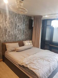 For SaleCondoOnnut, Udomsuk : Urgent sale 1.2 million condo Sukhumvit Regent Home 14 studio room 31 sq m.