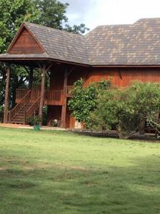 ขายบ้านลำปาง : ขายบ้านไม้สักมีโฉนด อ.เมือง จ.ลำปาง จำนวน 3 หลัง