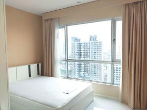 For RentCondoWongwianyai, Charoennakor : Condo for rent  Hive Taksin    fully furnished (Confirm again when visit). Size 100 SQM.  2 bed2 bath.