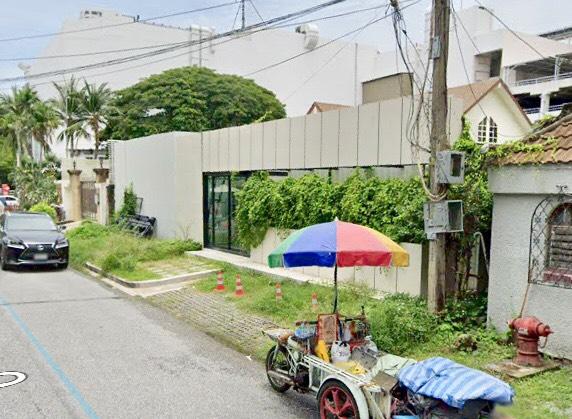 For SaleLandSukhumvit, Asoke, Thonglor : Land for sale, Soi Ekamai, Sukhumvit 63 Road, near Big C Ekamai, area 186 sq. wa., width 20 meters, depth 37 meters, brown area, L10