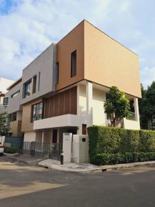 For RentHouseRama9, RCA, Petchaburi : 3 story detached house for rent, luxury decoration with furniture, corner plot, Ratchada-Rama9