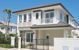 เช่าบ้านพัฒนาการ ศรีนครินทร์ : .ให้เช่าบ้านเดี่ยวแปลงมุม มีความเป็นส่วนตัวสูง เฟอร์ครบพร้อมอยู่