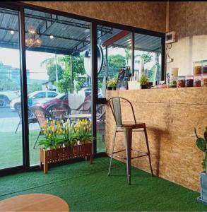 เซ้งพื้นที่ขายของ ร้านต่างๆพัทยา บางแสน ชลบุรี : เซังร้านชานม ร้านกาแฟ ถนนลงหาดบางแสน ทำเลดี