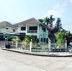 For SaleHouseChiang Mai : Single house for sale, ready to move in, fully furnished, quick (Treasury, Chiang Mai), good location, near the market, surrounded by government centers, city hall, housing housing for military and government service + size 100 square wah, 3 bedrooms, 3 b