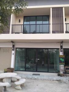 For SaleTownhouseSamut Songkhram : Urgent sale, Town Home, semi-commercial buildings, new buildings, 1.98 million, cheap, near Amphawa floating market.