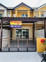 For SaleTownhouseSamrong, Samut Prakan : Cheap sale, Phisan Village, Soi Chatramit, Thepharak Road, Km 12, newly decorated, ready to move in, convenient transportation. There is a lot of space on the back.