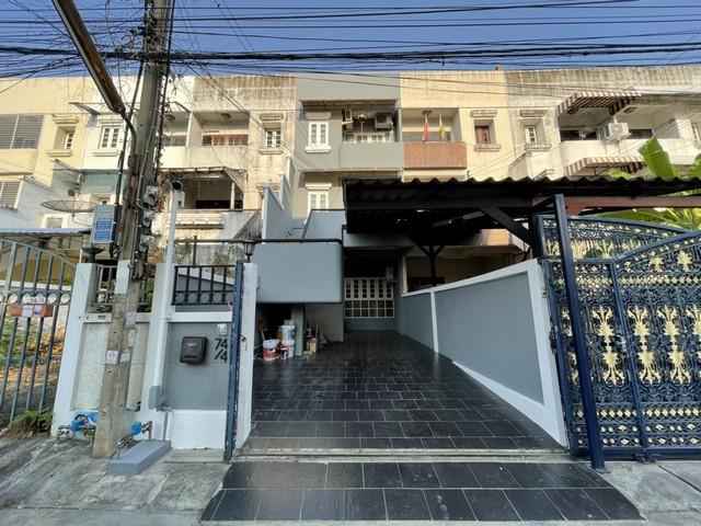 For RentTownhouseRatchadapisek, Huaikwang, Suttisan : RT512ให้เช่าทาวน์โฮม 3.5 ชั้น 4 ห้องนอน 4 ห้องน้ำ จดทะเบียนออฟฟิศใด้ ใกล้ MRT สุทธิสาร