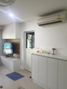 For RentCondoSukhumvit, Asoke, Thonglor : Condo for rent, ready to move in Electrical appliances Condo One Thonglor Station 50 sq m. Ready to visit.