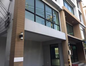 For RentShophouseSathorn, Narathiwat : For Rent 4-storey office building / commercial building, Bang Kho Laem, Charoen Krung, Rama 3, very good location, along the road, main building, 48 square meters, 11 air conditioners, suitable as an office, showroom